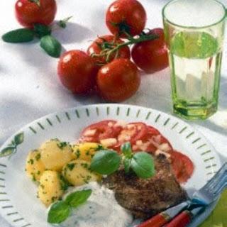 Steak mit Kartoffeln und Sour Cream