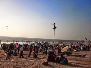 Photo: Juhu Beach, tres prisee par les habitants de Mumbai. Mais ou donc vais-je pouvoir poser ma serviette?