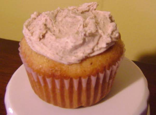 Easy, Yummy Snickerdoodle Cupcakes!