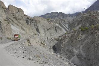Photo: Dans les gorges de l'Indus, en direction de Skardu