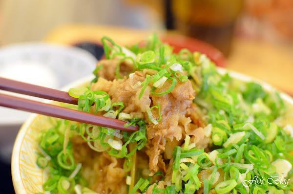 すき家(SUKIYA家)牛丼,平價、多種份量可選擇的丼飯,新莊店的服務真的很棒