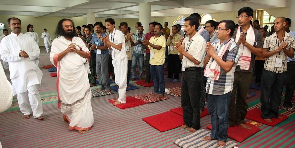 best-yoga-classes-delhi-art-of-living-yoga-image