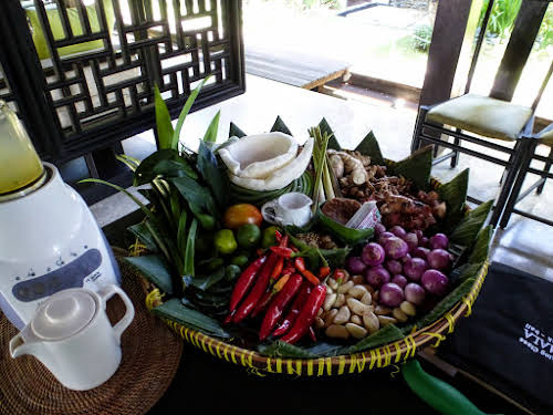 What to Eat Around the World - Tasty Travel Food Experiences // Indonesia Bali Cooking Class - Spices