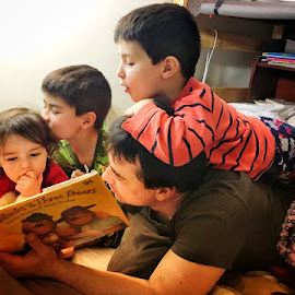 Story time by Peter Bartovic - Babies & Children Children Candids (  )