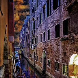 Canal à Venise by Gérard CHATENET - City,  Street & Park  Historic Districts