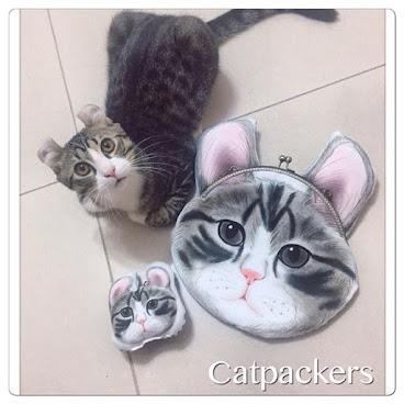 Custom made order 客人訂製: Cross body 立體耳朵貓咪頭口金包  每隻貓貓總會有些與別不同, 在貓奴眼中都是獨一無二, 不是隨便在街上買的產品就可以當係自己的貓呀😂😂😂 Btw~這隻喵的耳朵真不是一般的特別  因為我們的設計圖是專屬於寵物主人的,所以客人們經常一訂就是整個系列的產品  獨一無二不僅僅因為手工差異, 而是僅為你一人而製的產品, 每隻毛孩更也是獨特的, 貓奴即使在一群同品種的貓貓中也會一眼認出自己的主銀吧  獨一無二寵物訂製,可製作抱枕,布袋,飾物等,不論製作多少件產品,設計費只收一次,  有意可wtsapp/line: 92733616