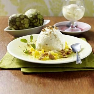 Cherimoya-Sorbet auf exotischen Früchten und als Cocktail.