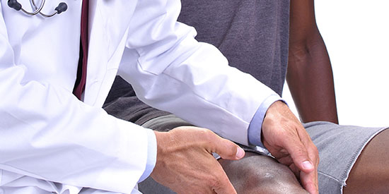 Young athlete with knee pain seeing a doctor