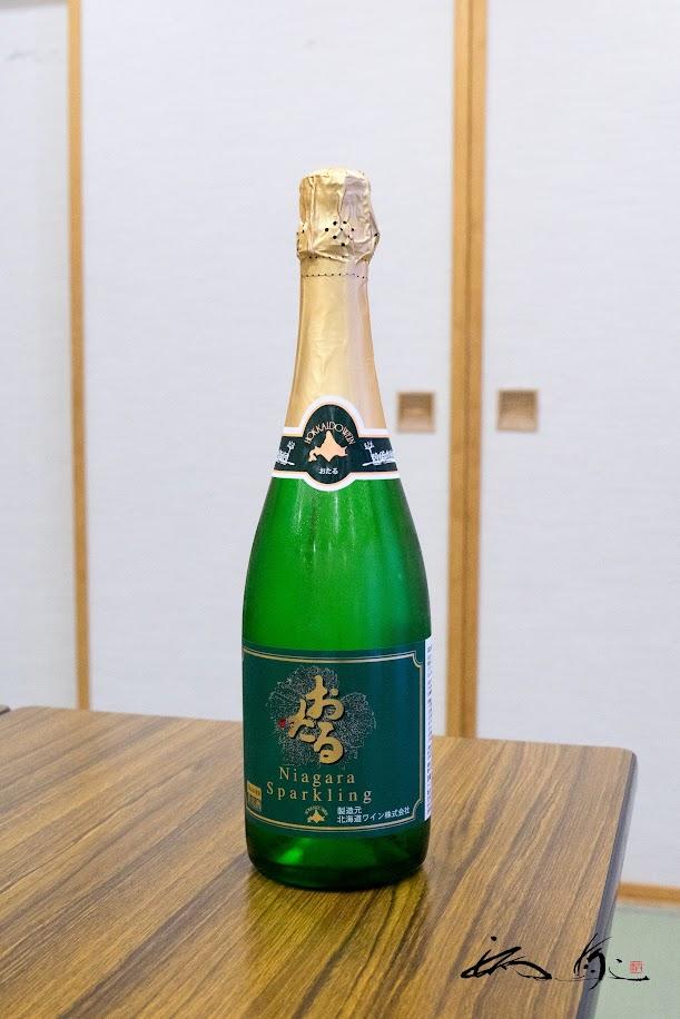 佐野町長からの感動の差し入れ「おたるすスパークリングワイン」