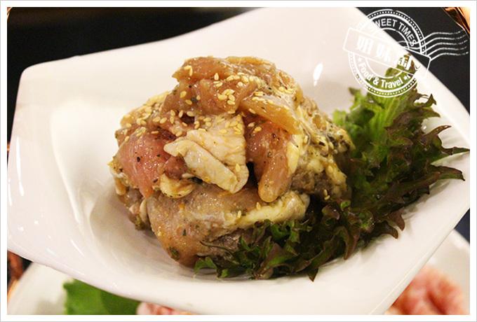 高雄椿坊無煙碳火燒肉 蒙特蘿香料雞,黃金六兩松板豬,黑牛翼板