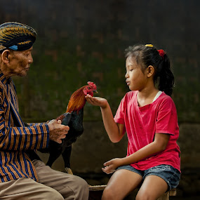 Family Time by Joni Irwanto - People Family ( strobist, indonesia, human interest )