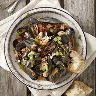 Mussels with Italian Turkey Sausage, Tomato & Basil