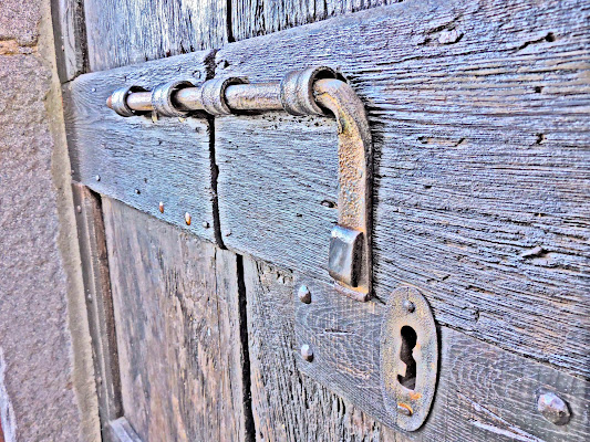 Secret door di rorea