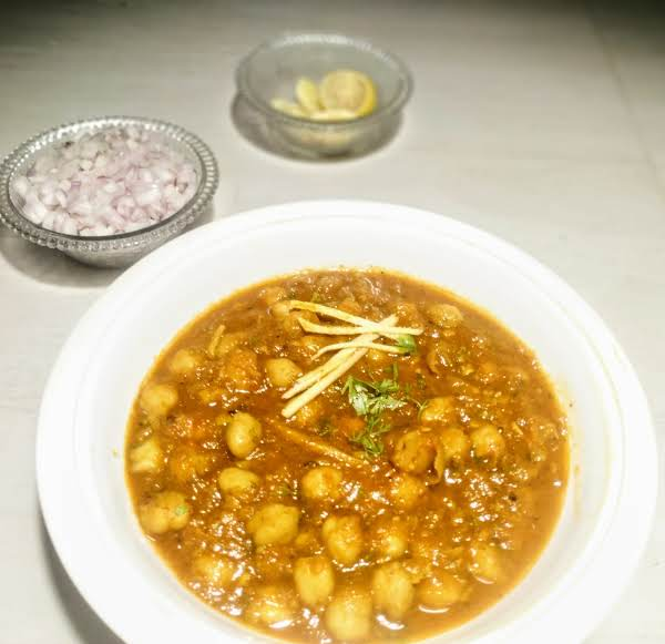 Chole( Chickpeas) Recipe Made From Scratch. Overnight Soaked Chickpeas Are Boiled And Cooked In Tomato Onion Gravy With Spices.