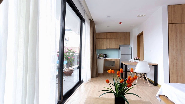 Modern studio apartment with balcony in Hoang Quoc Viet street, Cau Giay district for rent