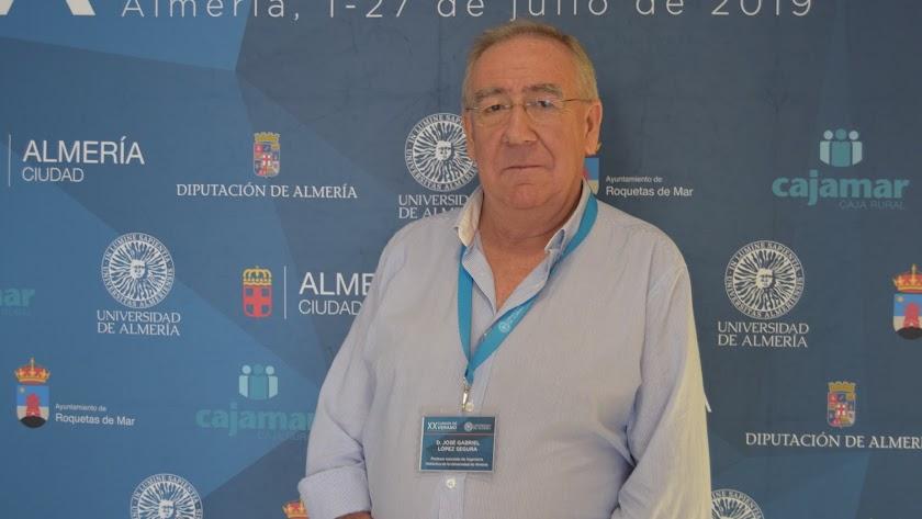 José Gabriel López, profesor de Ingeniería Hidráulica y ponente del curso