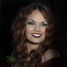 The smile by Leonor Machado - People Portraits of Women ( brown eyes, beautifull, woman, brown hair, smile )