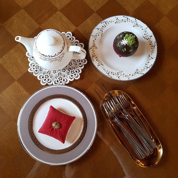 Mishka Coffee & Antique。極美的古董咖啡館,甜點逼真得宛如紅色枕頭❤❤❤