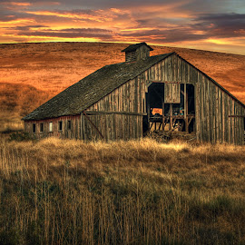 Palouse Barn by Eric Demattos - Buildings & Architecture Decaying & Abandoned ( farm, ranch, barn, sunset, eric demattos, forgotten )