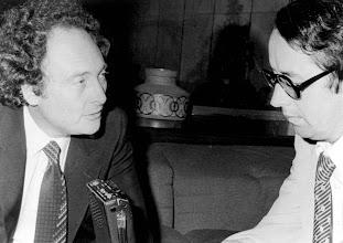 Photo: El entonces Ministro español de Relaciones con la UE, Eduardo Punset, y Amado Moreno.