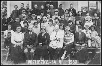 Photo: Uczestnicy szkolnej wycieczki do kopalni soli w Wieliczce z 14.06.1930 (z domowego archiwum Rodziny Urbanów)