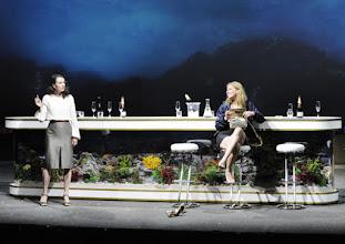 Photo: Wien/ AKADEMIETHEATER: BELLA FIGURA von Yasmin Reza. Inszenierung: Dieter Giesing. Premiere: 3. 4.2016. Sylvie Rohrer, Caroline Peters. Copyright: Barbara Zeininger