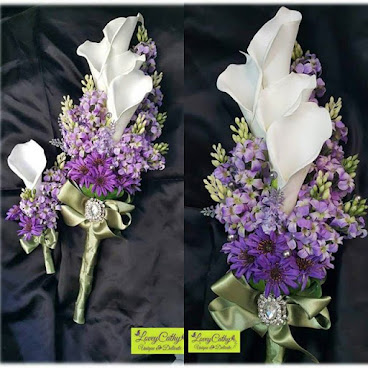 馬蹄蘭長型絲花花球  實物已售,歡迎訂造。 注意:每個花球均由人手紥作,不可能再造一個一模一樣的喲。 $400  長型花球適合高挑的新娘子,看上更高貴優雅。  如有查詢,歡迎在fb page inbox 留言或whatsapp 9819 3539  #callalily #bridal #bouquet #bridalbouquet #flower #purple #wedding #brides #special #hkgirl #hkhandmade #hkhandmadeshop #handmade #handmadeaccessories #handmadeshop #handicraft #hkdiy #diy #blossom #花球 #絲花花球 #馬蹄蘭 #手作 #手工 #手工藝 #新娘 #新娘花球 訂造 #loveycathy
