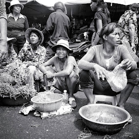 by Liaunya Haji Awengz - People Street & Candids