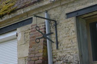 Photo: un coiffeur ou un tailleur?  au hameau de Sorel (Orvillers-Sorel)