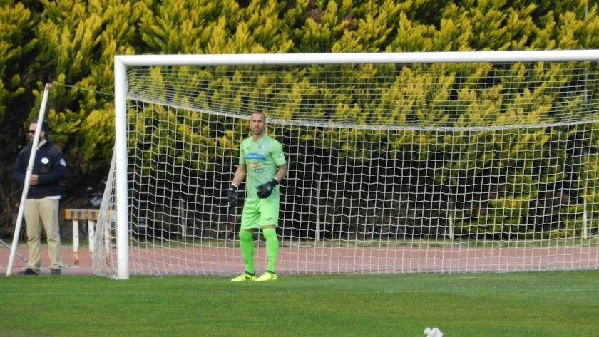 El portero del CDEl Ejido en un partido de liga.