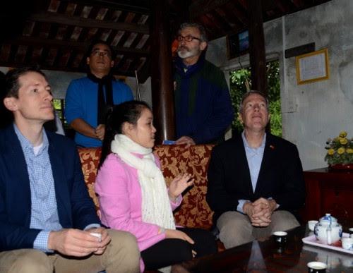 Làng cổ Phước Tích đón đại sứ Mỹ Ted Osius 2
