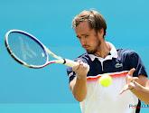 Daniil Medvedev heeft zijn eerste wedstrijd op de ATP Finals verloren van de Griek Tsitsipas