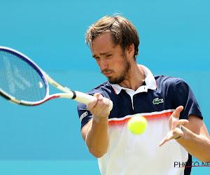 Graveldemonen Medvedev dan toch nog niet getemd, Nadal en Thiem plaatsen zich wel voor kwartfinales