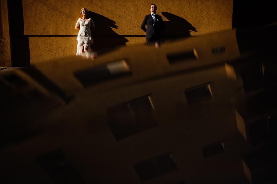 Wedding photographer Marius Barbulescu (mariusbarbulesc). Photo of 16.12.2014
