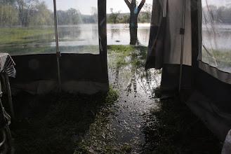 Photo: Camping te Charny-sur-Meuse onder water. Dat het zo hoog zou komen had niemand verwacht.