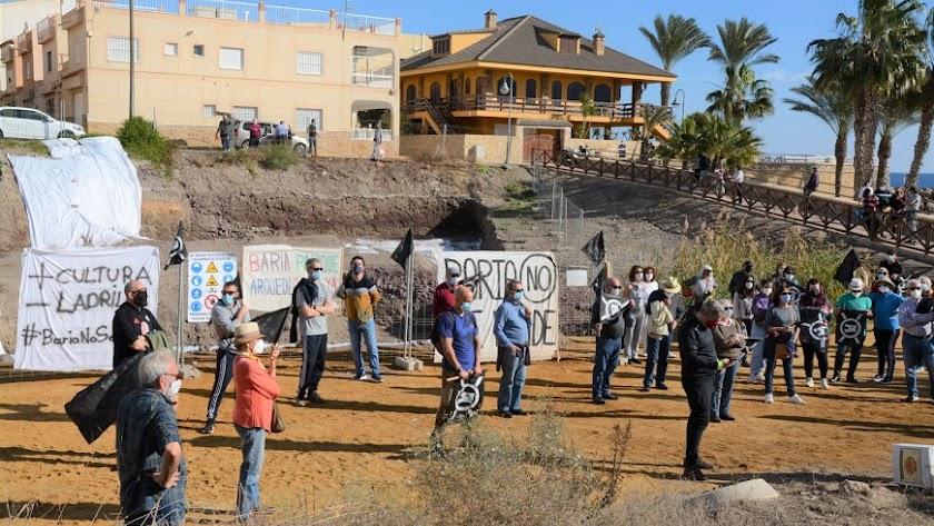 Manifestación contra la construcción de 24 viviendas en el yacimiento, el pasado 20 de diciembre.