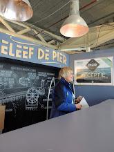 Photo: We gaan De Pier op en wie treffen daar direct al aan het begin?  Truus, de organisator en bedenkster van deze Scheveningen Light Walk. Leuk om elkaar meteen al te zien!!