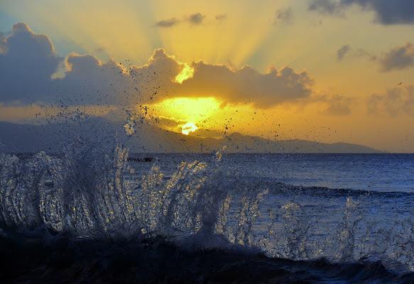 l'onda che saluta il sole di coan.fabiano