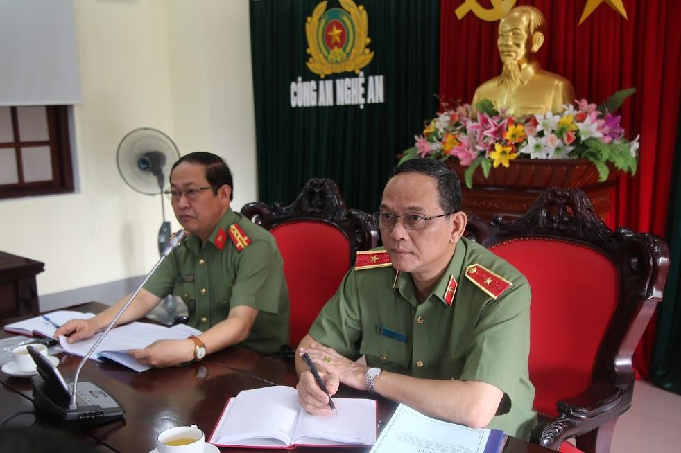 Thiếu tướng Đặng Hoàng Đa, Phó cục trưởng Cục xây dựng phong trào toàn dân bảo vệ ANTQ và Đại tá Nguyễn Tiến Dần, PGĐ Công an tỉnh chủ trì buổi làm việc