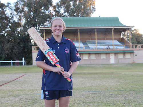15-year-old Narrabri cricketer Alyssa Ford was all smiles after returning home from her successful cricket tour of England.