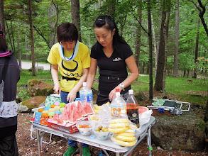 Photo: スイカもバナナもあるよ。ここでの一番の売りは美味しいお水、東京では味わえない!水のリクエストが多い。