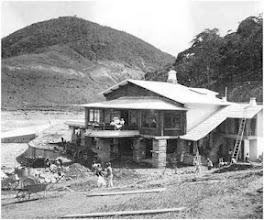 Photo: Construção do Grill do Lago, restaurante às margens do lago do Palácio Quitandinha. Foto da década de 40