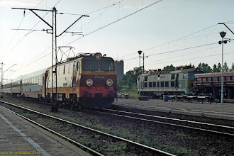 Photo: EP09-030, EC Berlin Hbf - Warszawa Wschodnia, oraz ET22-? {Konin; 2002-07-12}