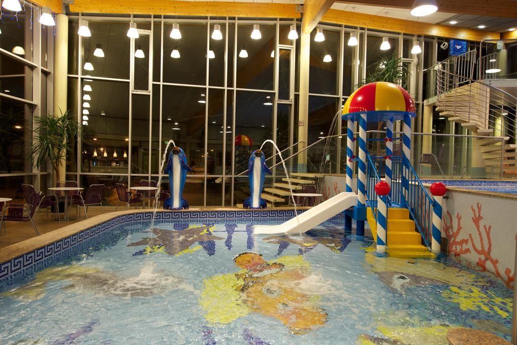 Водные развлечения для детей отель Аква