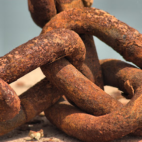 Chains by Simon Eastop - Products & Objects Industrial Objects ( chains, marina, boat )