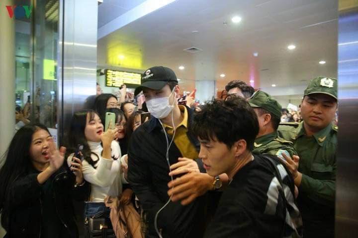 exo chanyeol sehun vietnam sasaeng airport
