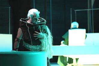 Photo: GÖTTERDÄMMERUNG in Detmold. Inszenierung Kay Metzger /September 2009 (zu unserem Bericht von Dr. Klaus Billand). Joachim Goltz (Alberich) / Christoph Stephinger (Hagen). Photo: Hörnschemeyer/Landestheater Detmold