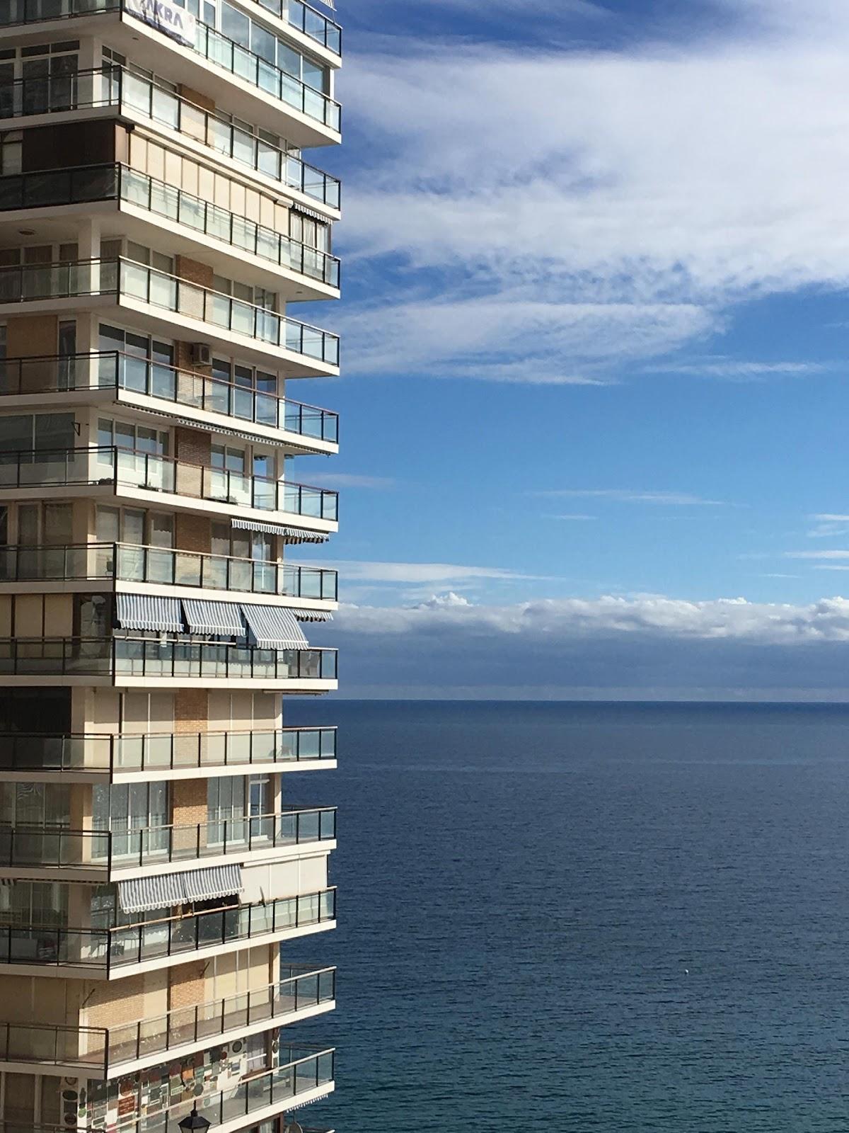 Obsah obrázku exteriér, obloha, budova, voda  Popis byl vytvořen automaticky