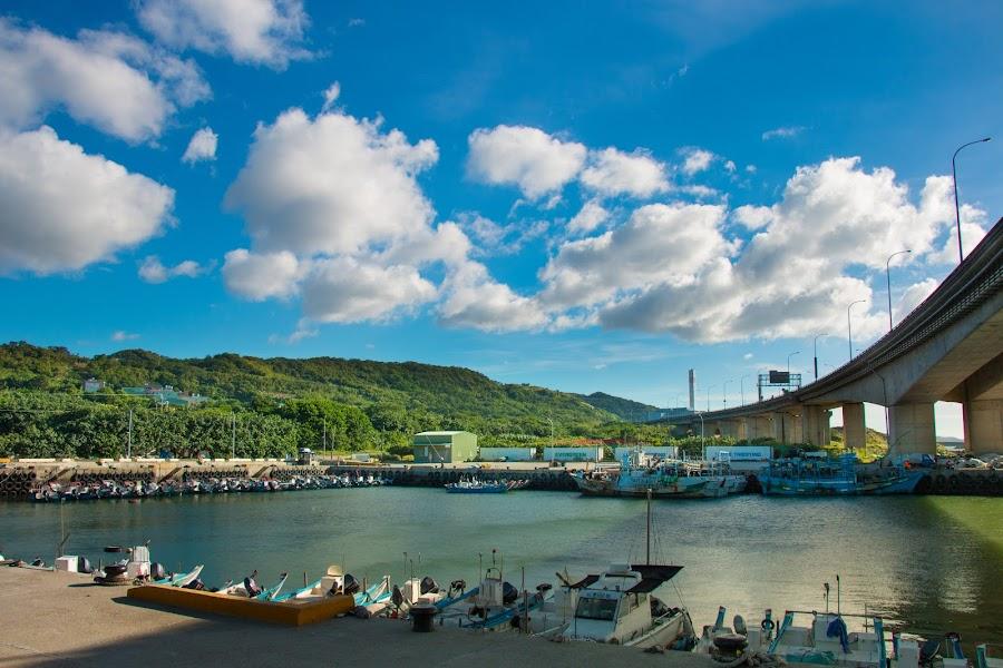 夏天的風⛅️-七月的風懶懶的,連雲都變熱熱的;溫柔暖暖的海風,吹到高高的山峰 by Gary Lu - City,  Street & Park  Vistas ( cloud formations, gary lu )