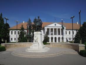 Photo: A Kossuth szobor talapzatának és környezetének rekonstrukciója Makovecz Imre tervei alapján készült